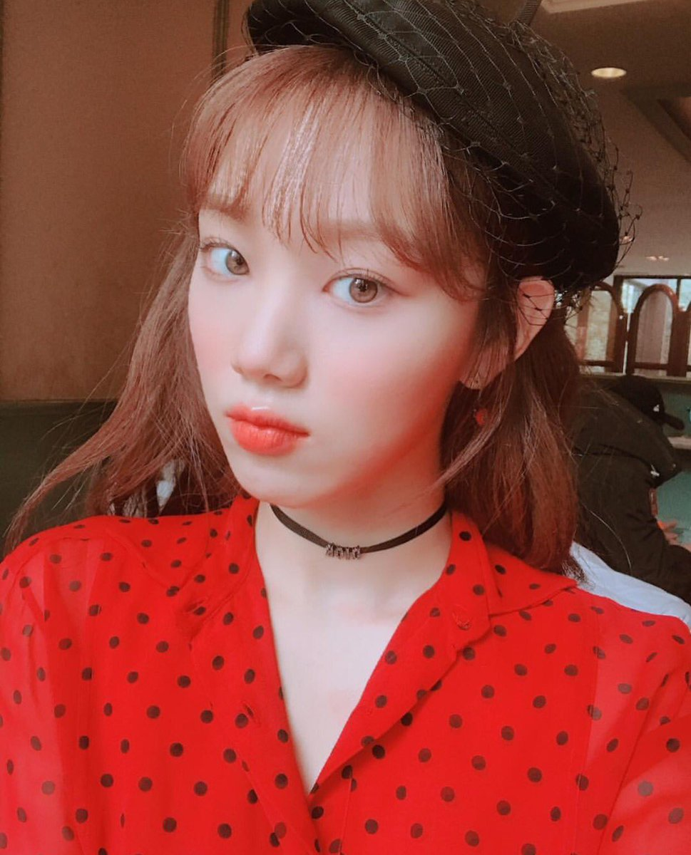 voh-lee-sung-kyung-makeup-2