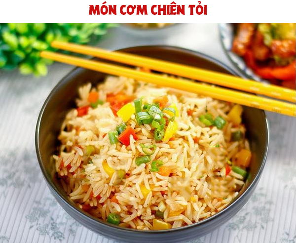 mon-ngon-moi-ngay-cach-lam-com-chien-toi-thom-lung-goc-bep-voh