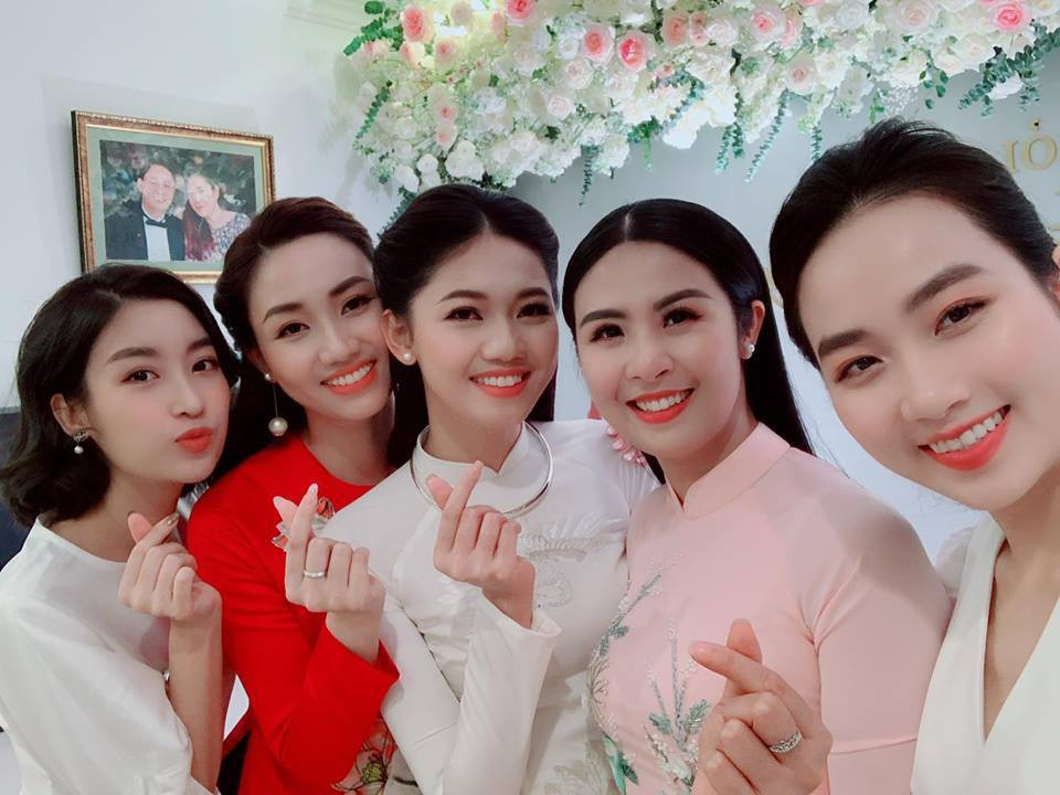 voh-hoi-ban-than-showbiz-viet-8