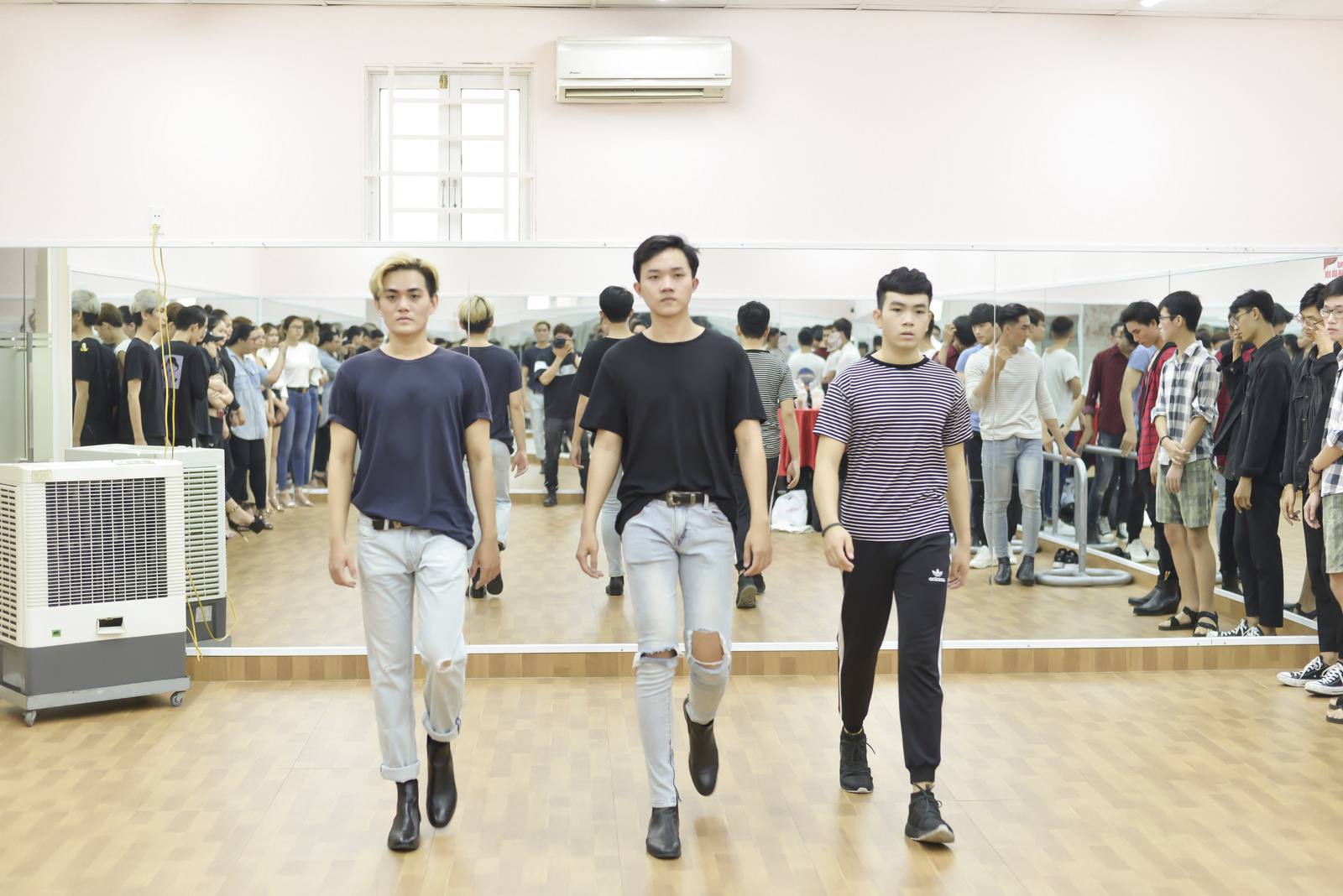 VOH-Lai-Thanh-Huong-mo-lop-day-catwalk-4