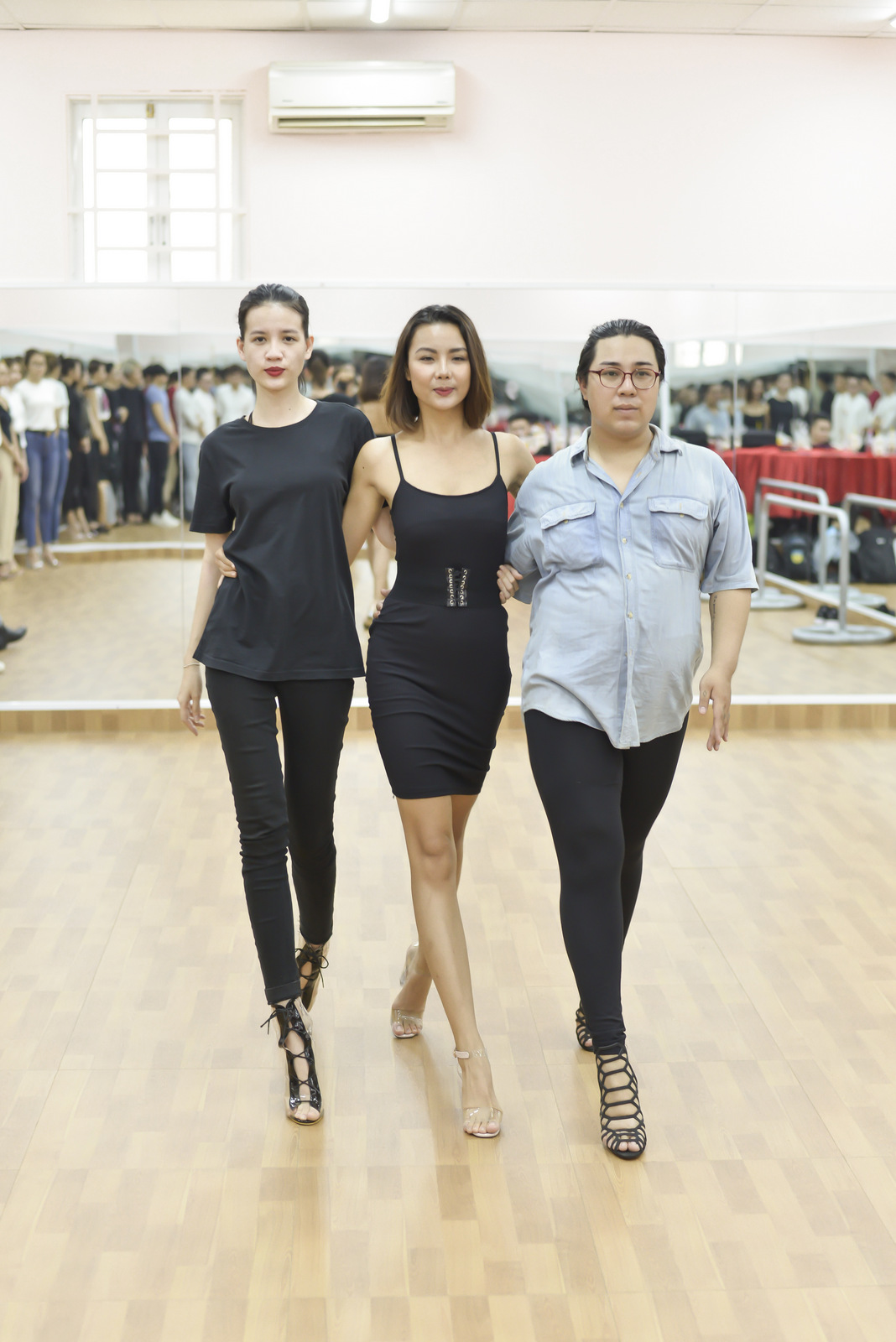 VOH-Lai-Thanh-Huong-mo-lop-day-catwalk-2