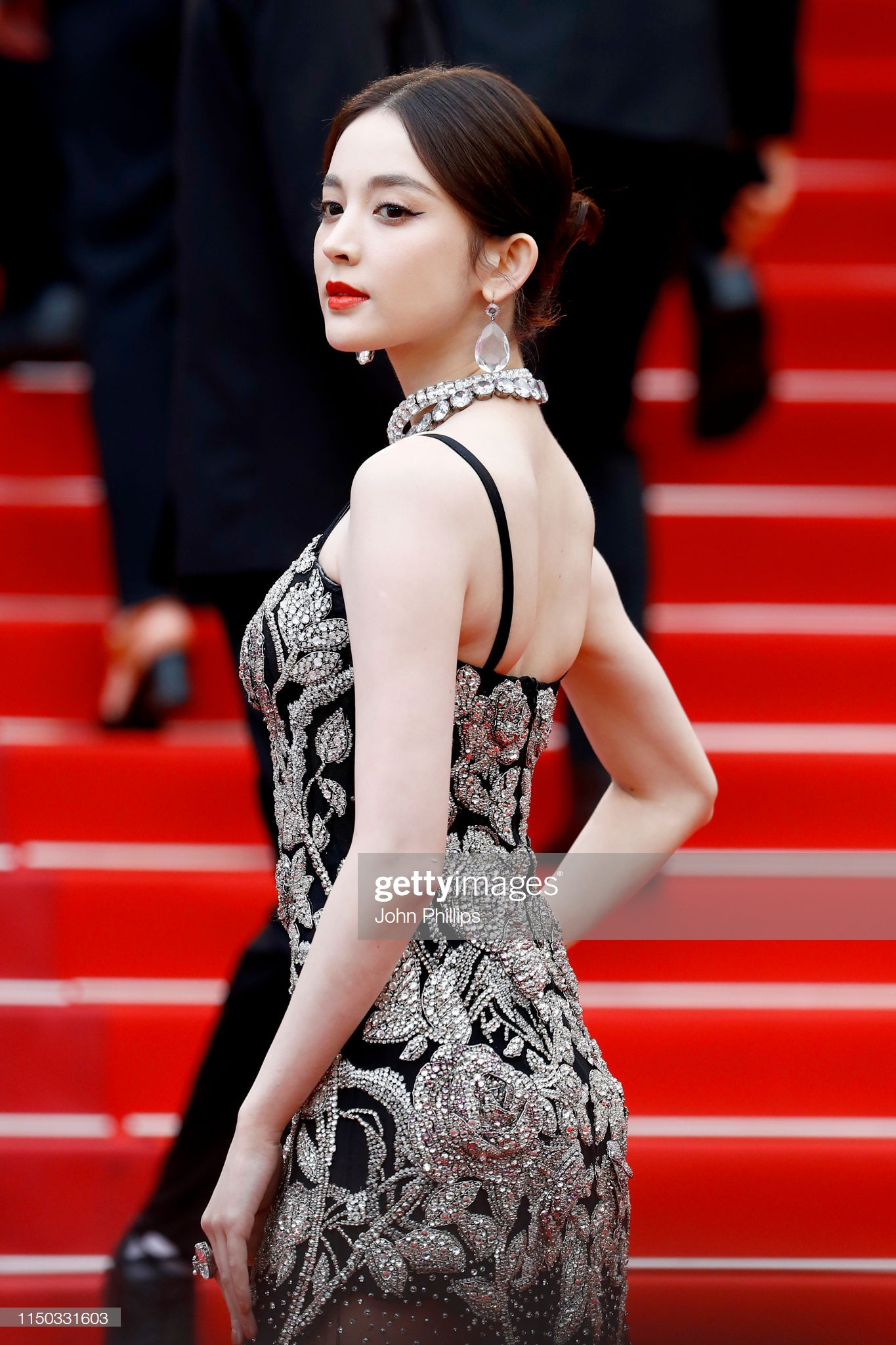 VOH-Cannes-2019-Co-Luc-Na-Trat-Ngoc-Trinh-6
