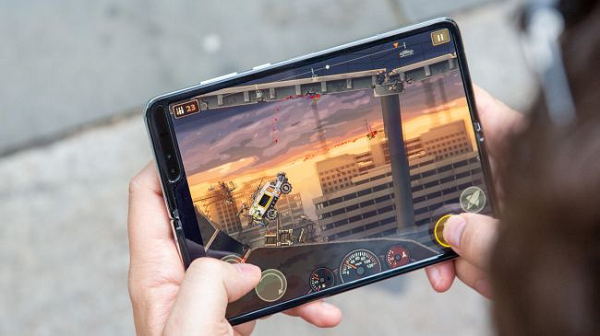 VOH.com.vn-Review-Galaxy-Fold-anh-2