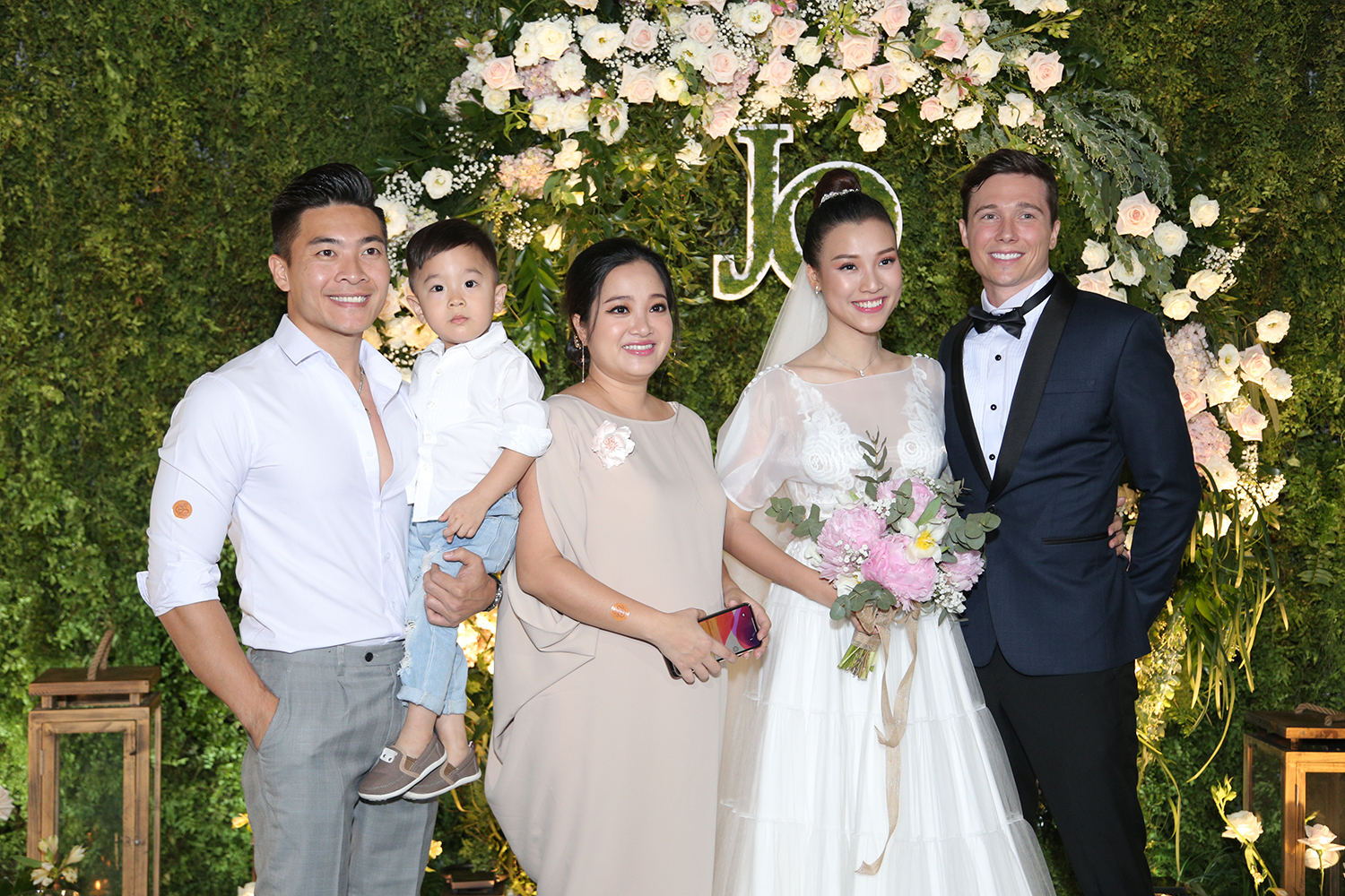 voh-huynh-anh-phan-ung-ve-dam-cuoi-hoang-oanh-voh.vn-anh2
