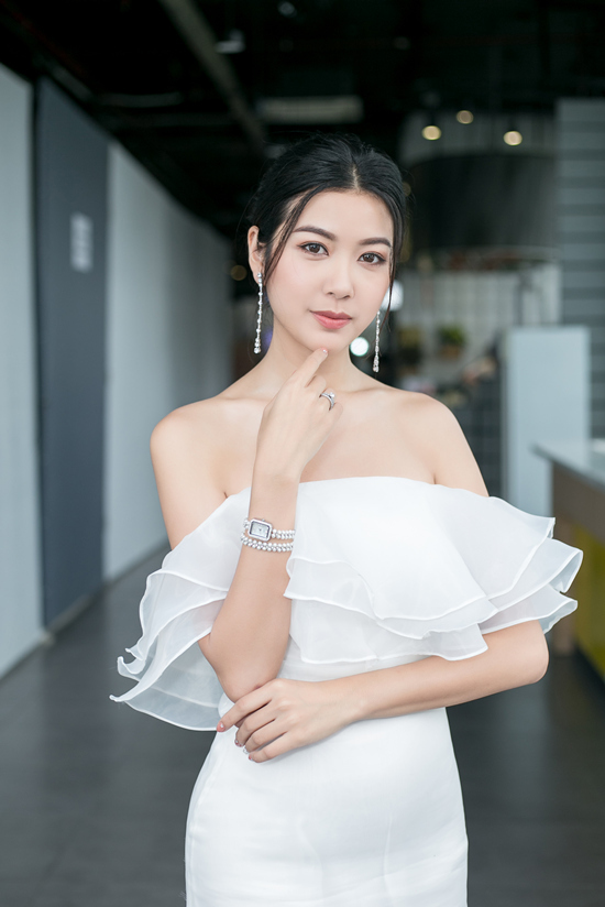 voh-he-lo-chan-dung-ban-trai-thuy-van-voh.com.vn-anh10