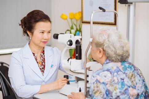 khám mắt miễn phí cho người cao tuổi