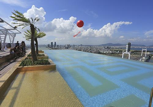bể bơi dát vàng tại Việt Nam