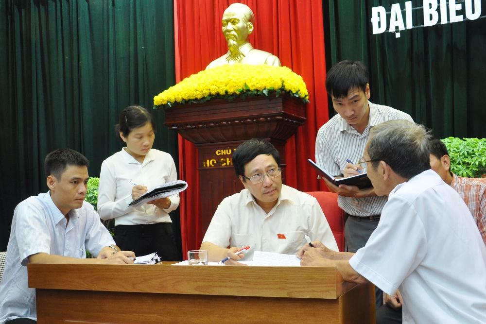 Phó Thủ tướng Phạm Bình Minh tiếp xúc cử tri voh.com.vn