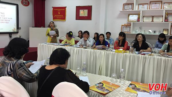 Đoàn giám sát của UB MTTQ Việt Nam TPHCM kiểm tra chứng từ thu chi của trường tiểu học Nguyễn Thái Học, Q1 voh.com.vn