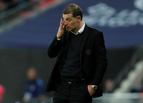 HLV Bilic trong trận thua Liverpool