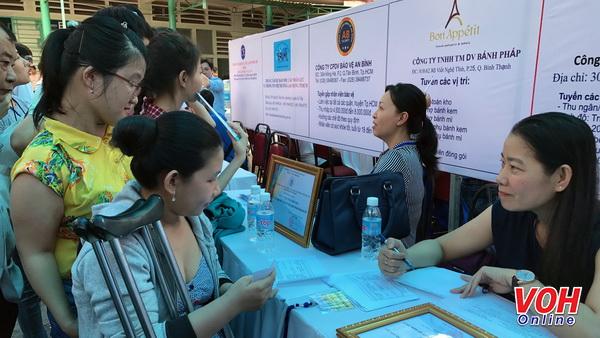Người khuyết tật được nhà tuyển dụng phỏng vấn trực tiếp tại ngày hội voh.com.vn