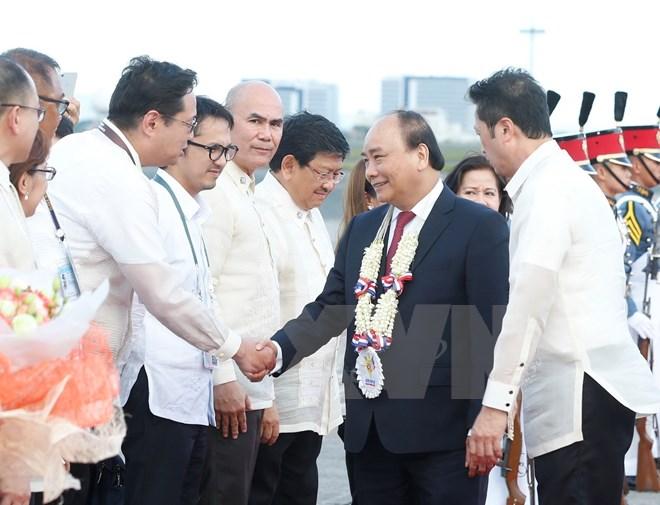Lễ đón Thủ tướng Nguyễn Xuân Phúc tại Sân bay Quốc tế Clark, Pampanga, Thủ đô Manila.