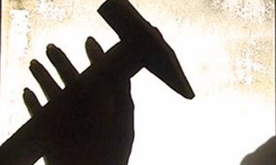 Mâu thuẫn, chồng dùng búa đập đầu vợ tử vong
