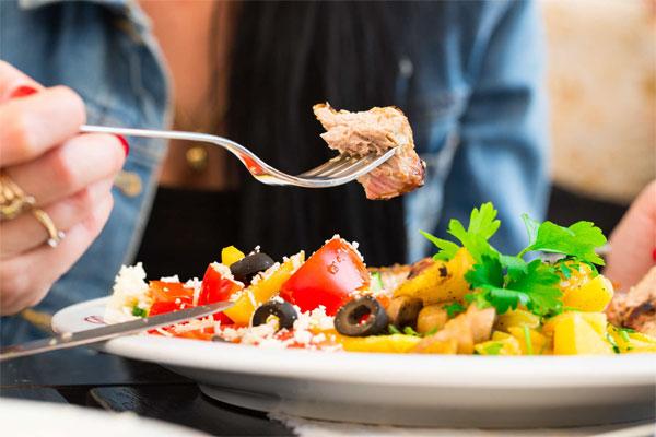 Chế độ ăn uống nổi lên như yếu tố liên quan nhiều nhất đến trầm cảm