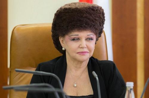 kiểu-tóc-nữ-nghị-sĩ-Nga
