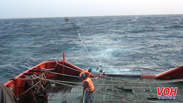 Cảnh sát biển Cứu nạn thành công tàu cá