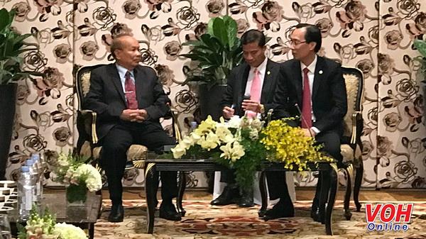Ông Lê Thanh Liêm, Phó Chủ tịch thường trực UBNDTP tiếpông Him Chhem