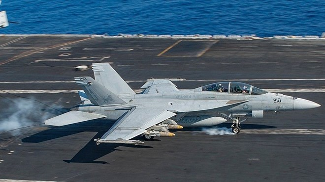 máy bay chiến đấu F-18 rơi