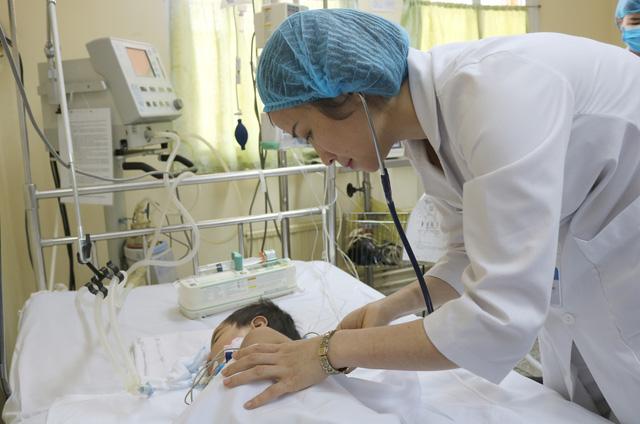 Trẻ nguy kịch tính mạng do điều trị bỏng sai cách
