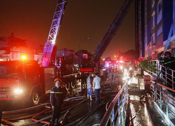hiện trường vụ cháy chung cư cao cấp ở quận 8, TPHCM