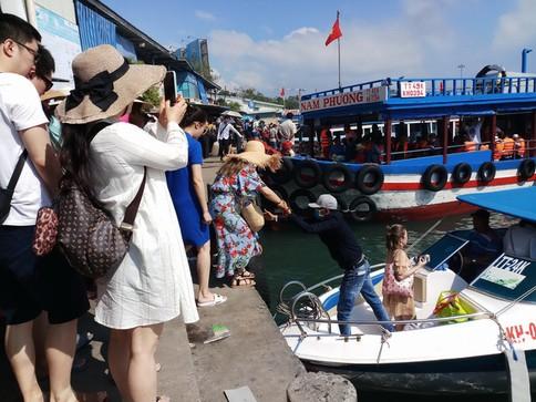 Du khách quốc tế đến Việt Nam giảm nhẹ