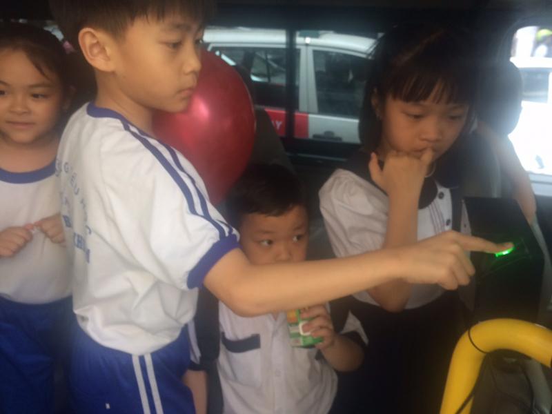 TPHCM thí điểm dùng vân tay quản lý học sinh đi xe buýt