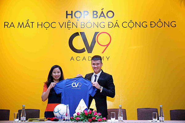 Công Vinh trong ngày ra mắt Học viện bóng đá CV9.