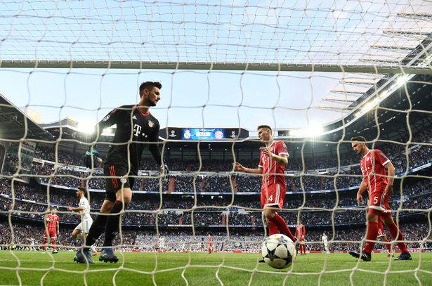 Thủ môn Ulreich vào lưới nhặt bóng trận Real vs Bayern