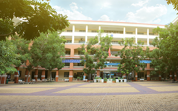 Trường Trung học phổ thông Trần Quang Khải, quận 11.