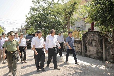 Phó Thủ tướng Trương Hòa Bình thăm ngư dân Quảng Bình bị thiệt hại do sự cố môi trường biển