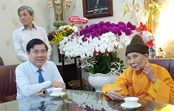 Chủ tịch UBND TP thăm chúc mừng các cá nhân tiêu biểu của Phật giáo