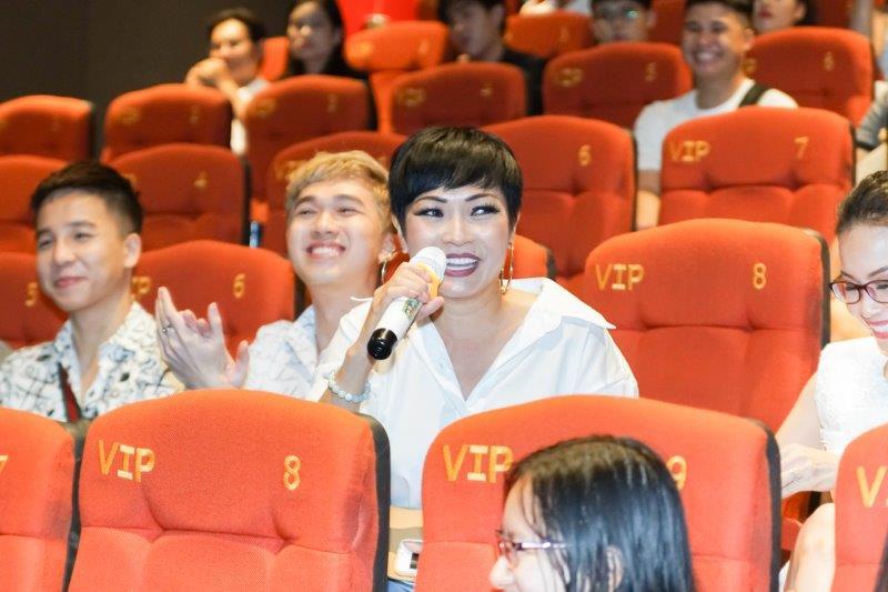 Ca sỹ Phương Thanh tham dự buổi giới thiệuAi chết giơ tay