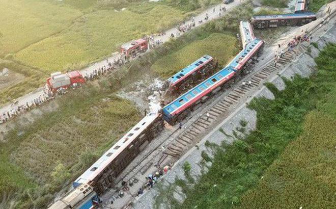 Vụ tai nạn giữa tàu khách SE19 va chạm với 1 xe ô tô tải ở Tĩnh Gia, Thanh Hóa làm 2 người chết và 8 người bị thương.