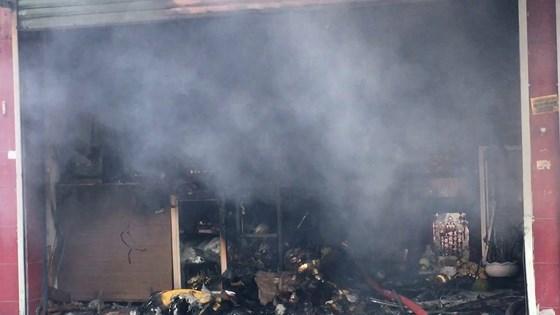 Cháy lớn tại cửa hàng đồ gốm sứ quận 10, nhiều người hoảng sợ