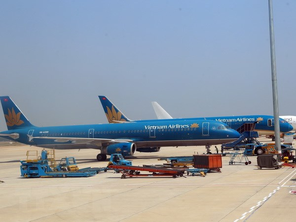 Vietnam Airlines , phi công