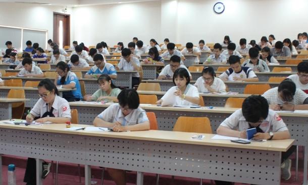 Đại học Quốc tế, thi kiểm tra năng lực
