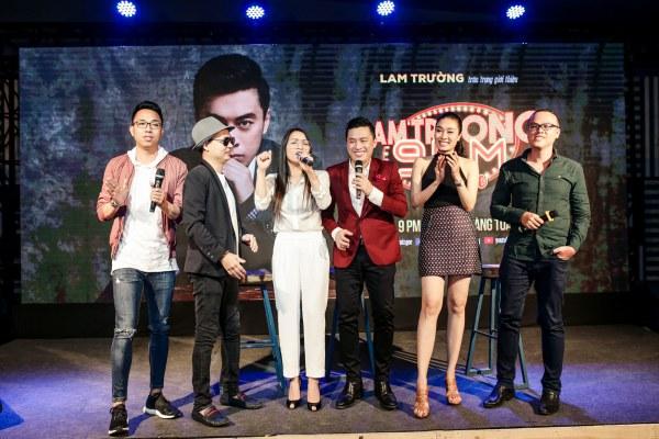 Đông đảo bạn bè đồng nghiệp đến chúc mừng Lam Trường và cùng hoà giọng ca khúc Tình thôi xót xa.