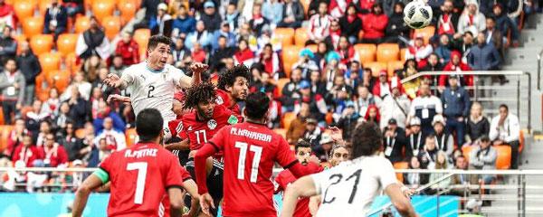 Gimenez ghi bàn cho Uruguay - World Cup 2018