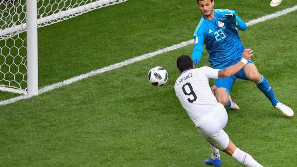 Suarez bỏ lỡ cơ hội ghi bàn