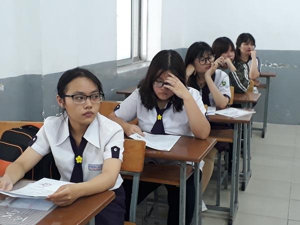 Thí sinh lắng nghe phổ biến quy chế tại Điểm thi trường THPT Marie Curie