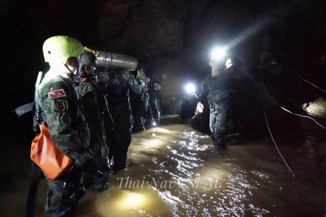 đội bóng Thái Lan, mắc kẹt trong hang, cứu hộ