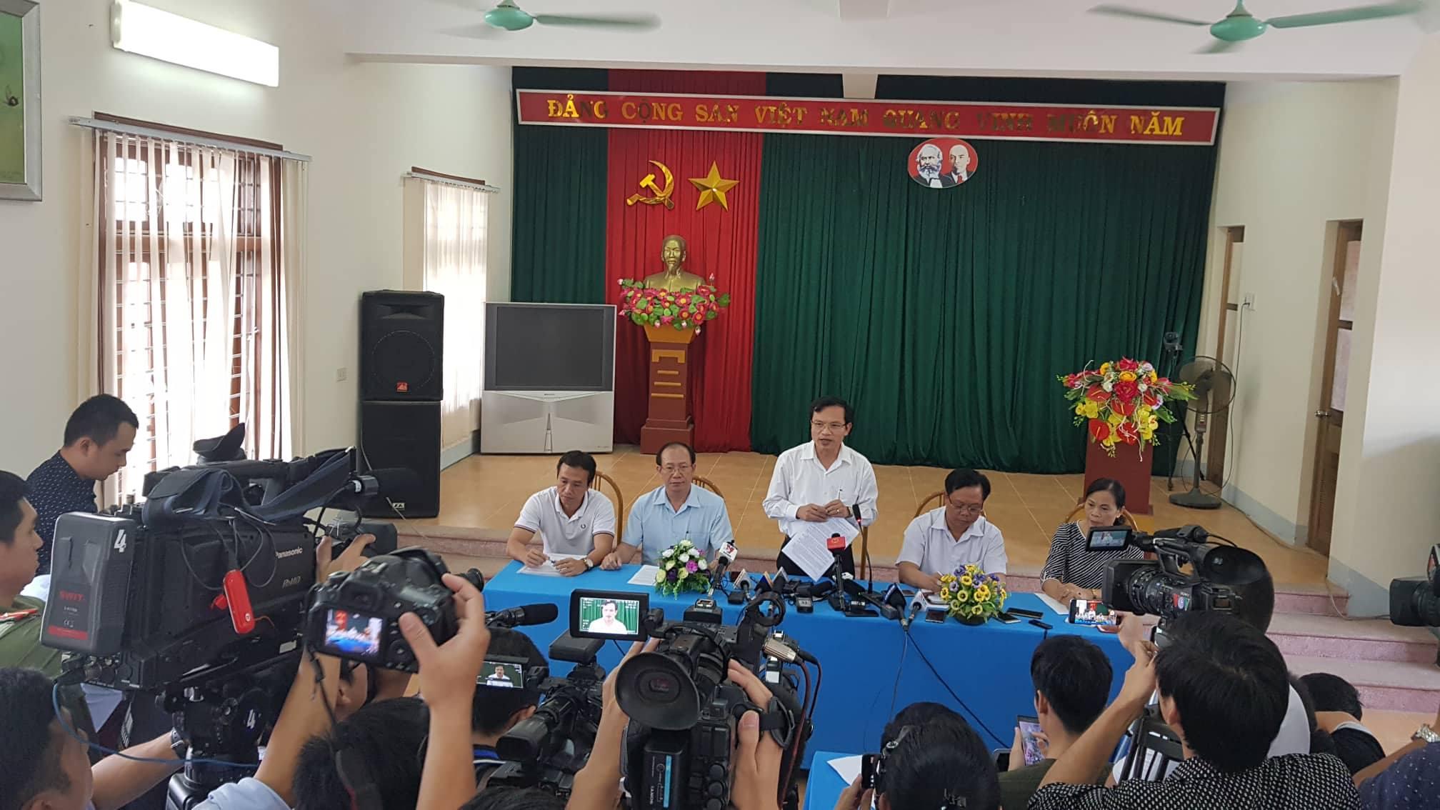 Ông Mai Văn Trinh chủ trì buổi họp báo công bố kết luận điểm thi cao bất thường ở Sơn La trưa 23/7.