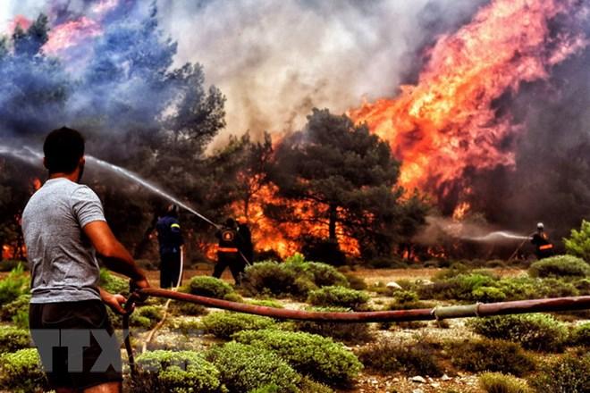 Hy Lạp đối mặt với lũ lụt đột ngột lớn sau thảm họa cháy rừng