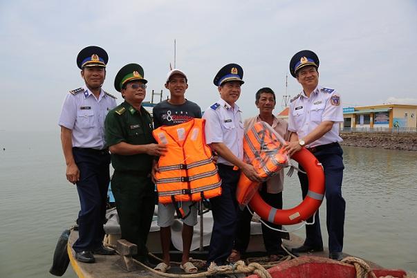 Vùng Cảnh sát biển 3, đền ơn đáp nghĩa