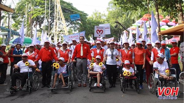 Hội Chữ thập đỏ, đi bộ đồng hành, nạn nhân chất độc da cam, người khuyết tật nghèo