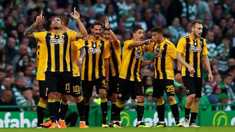 Các cầu thủAEK Athens ăn mừng bàn thắng vào lưới Celtic - Cup C1 Champions League