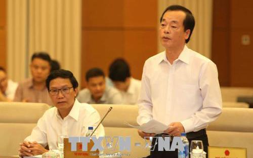 Bộ trưởng Bộ Xây dựng Phạm Hồng Hà trình bày tờ trình.