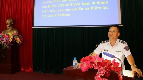 Đại tá Đỗ Hồng Đó thông tinbiển đảo cho đoàn viên Quận 2