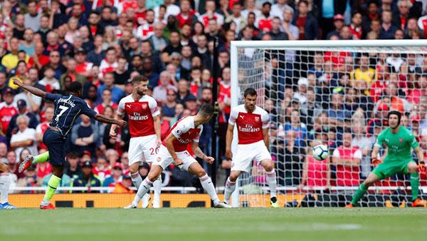 Ket-qua-Ngoai-hang-Anh-13-8-Sterling-va-Silva-ghi-ban-giup-Man-City-da-bai Arsenal