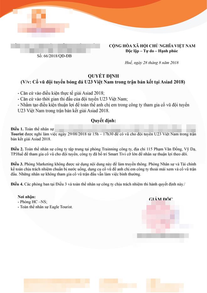Công ty bố trí màn hình lớn để cùng nhau ủng hộ đội tuyển Việt Nam.